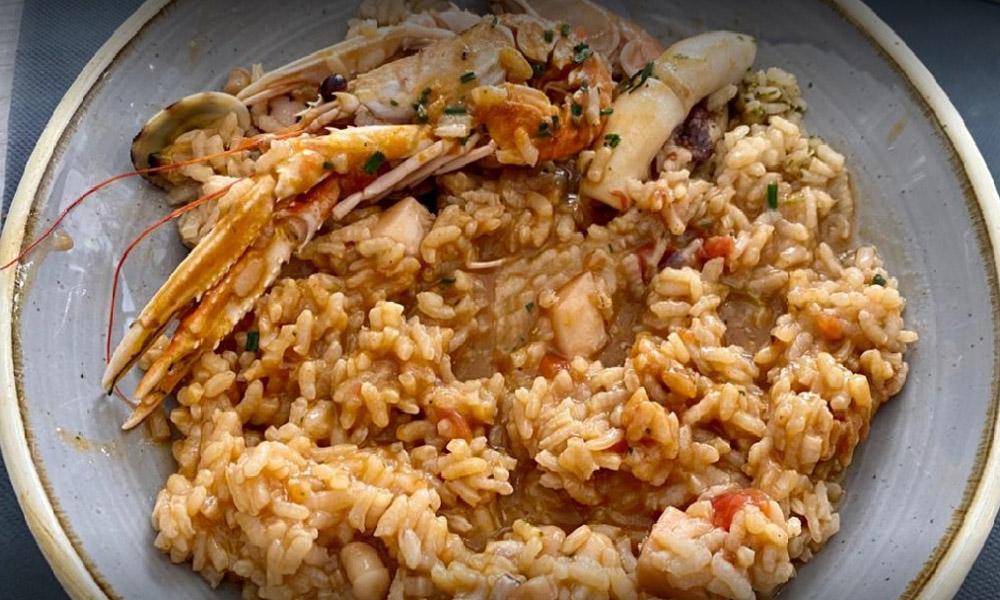 Restaurant Falconera, natura i mar es donen la ma, a la cuina de Gregory Abella, a Roses