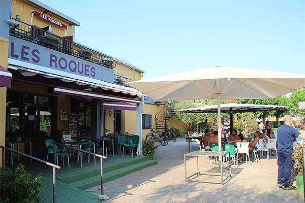 Tracte agradable i familiar a l'Hotel-Restaurant Les Roques, de Calabuig